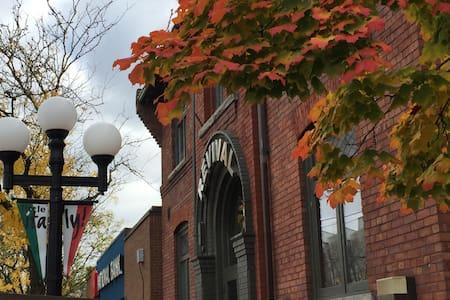 Beautiful Loft in Little Italy  - Toronto