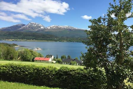 HJALLVIN GÅRD, Molde, Møre og Romsdal. - Molde - Casa