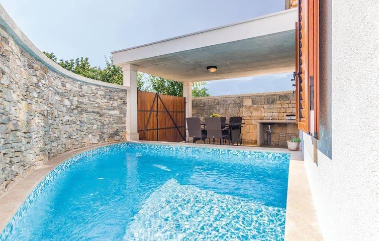 1960 Istrian Mediterranean Holiday Cottage - Svetvinčenat - Holiday home