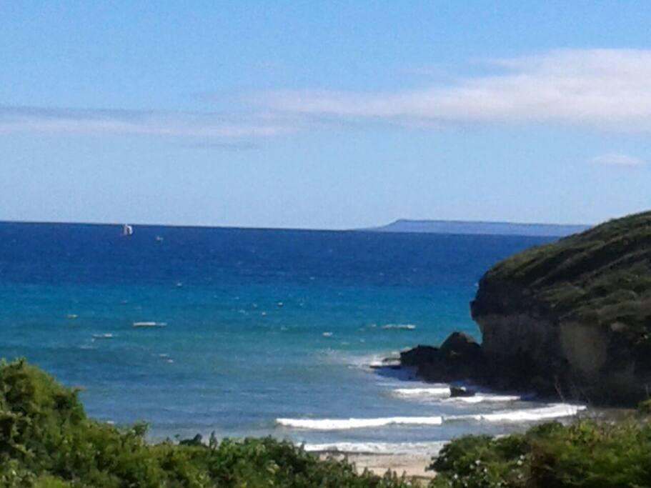 vu de la terrasse du bungalow tipayoune zen avec en panorama l'île de Marie galante