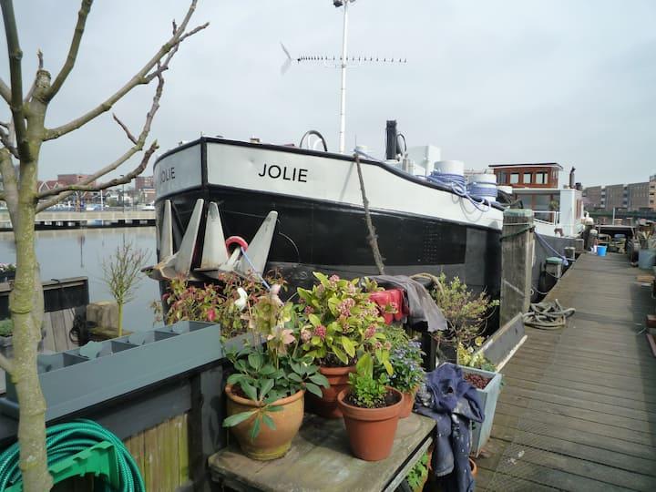 Design houseboat near Amsterdam