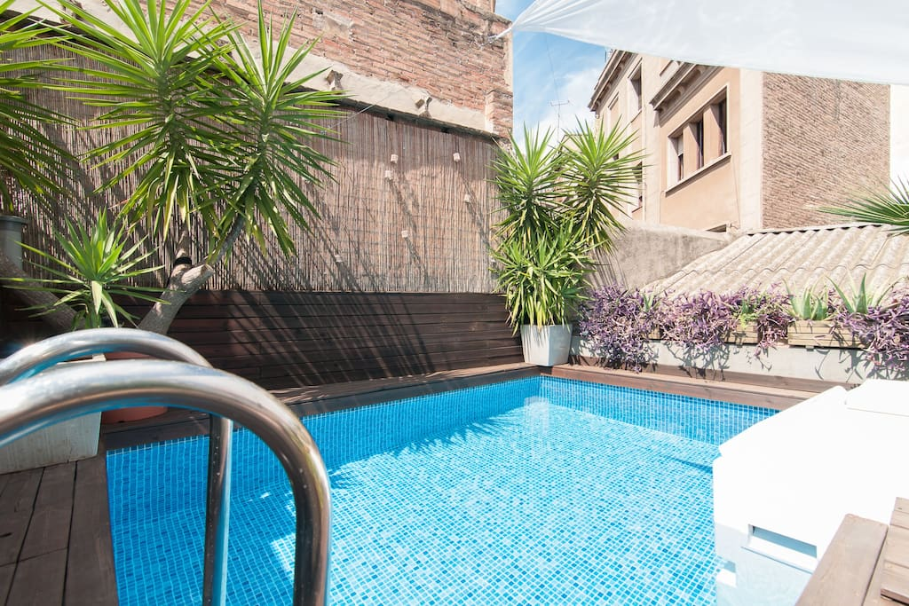 Appartement au design exclusif avec jardin piscine for Appartement barcelone piscine