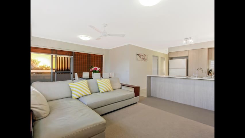 Family-friendly 3 Bedrooms Apartment - Coopers Plains - Huoneisto