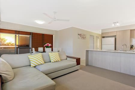 Family-friendly 3 Bedrooms Apartment - Coopers Plains