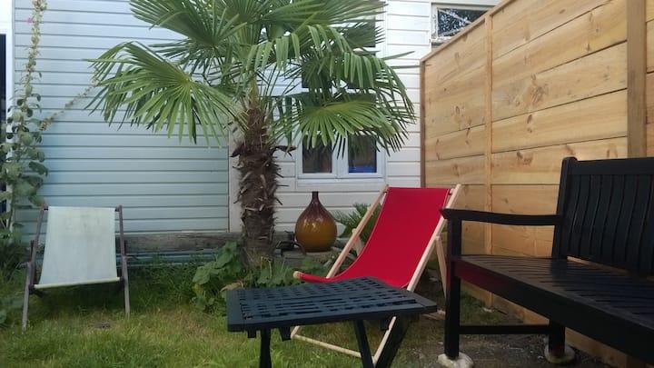 Studio cosy calme avec jardin proche gare et port