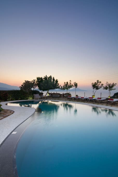 Private swimming pool with amazing views of the area!