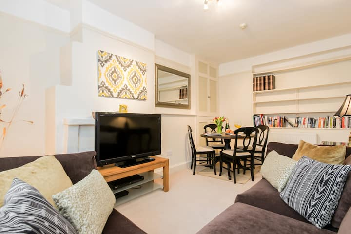 ★ Beautiful 2 Bed in Historic Woodstock ★