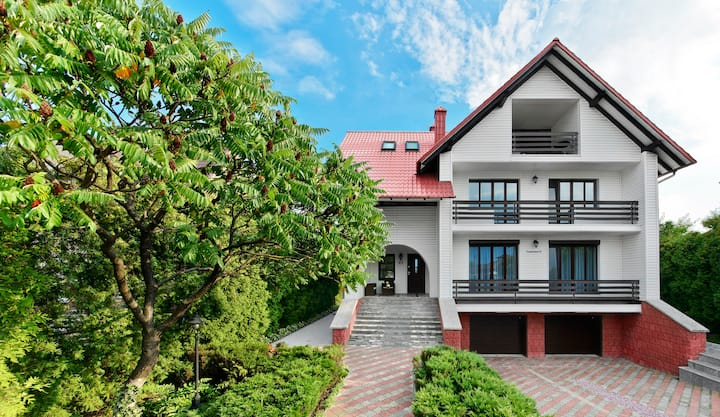 """Guest house """"Rodnikoviy"""" Suite"""