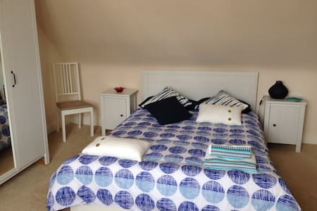 Private double room in a cottage - Cullen