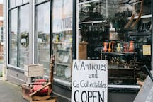 Shop for fabulous Antiques in High Street of Oatlands, Tasmania