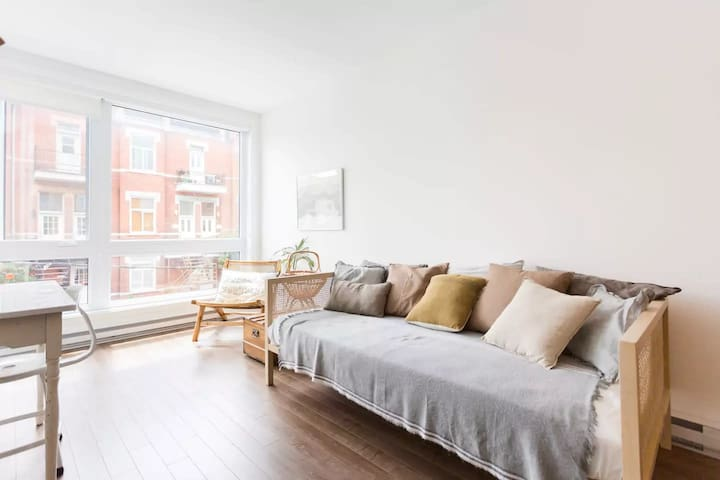 LOVELY & MODERN APT - PLATEAU MONT ROYAL