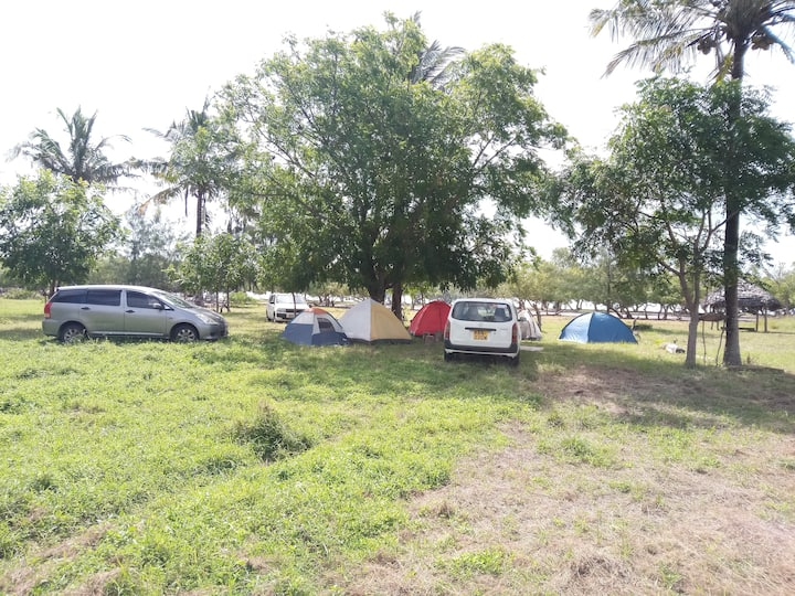 Avian leisure camp, picnic and campsite.
