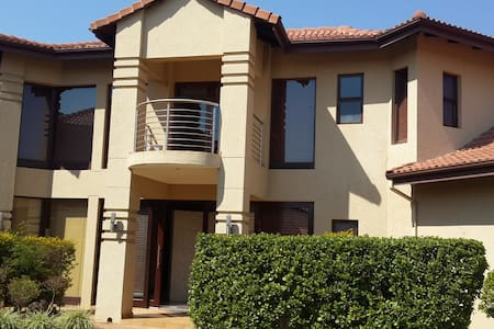 Eagles Retreat Self Catering House 9 People - Hartbeespoort - Haus