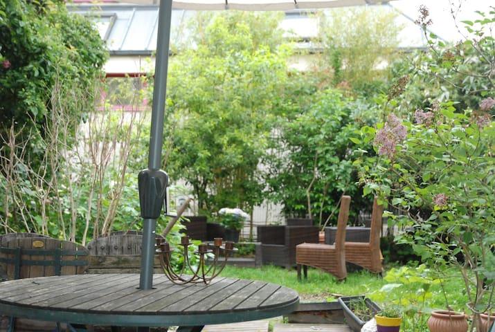 Appart neuf de 43  m2 avec terrasse METRO GALLIENI