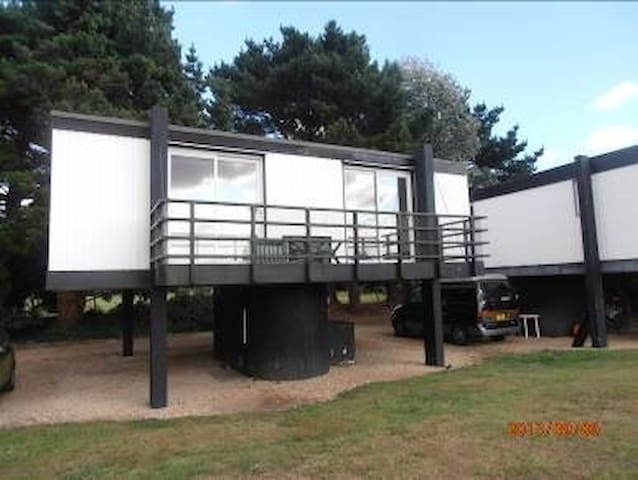 2 Bedroom deckhouse in Emsworth
