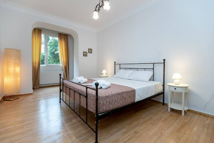 ✯Spacious 2Bedroom Apt. for up to 6 People✯