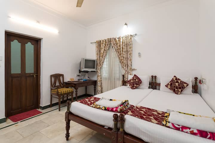 Air conditioned Deluxe Twin room at Fort Cochin