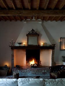 TUSCAN LIFE:STORIE & STORIA**PART 1 - House