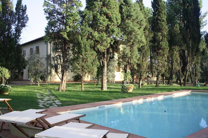 Villa L'Arco - Vinci - วิลล่า