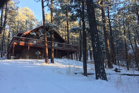 4BR Pendaries Pines Log Cabin - Sapello - 小木屋