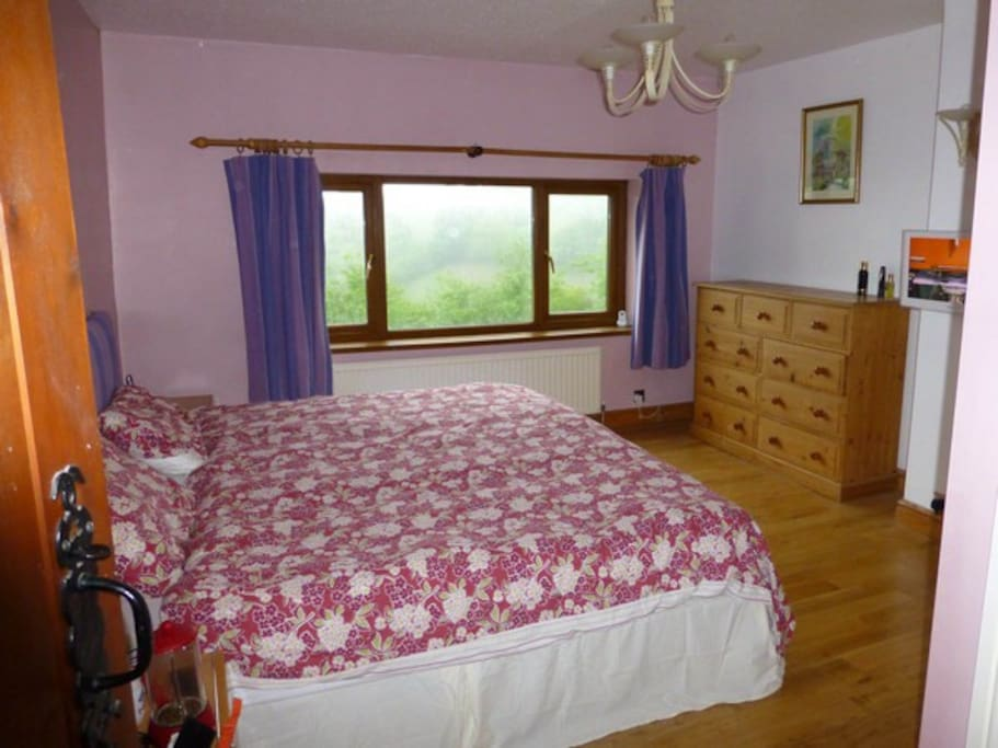 "Master en suite with king size bed, 42"" Sony TV with full sky package and DVDs player."