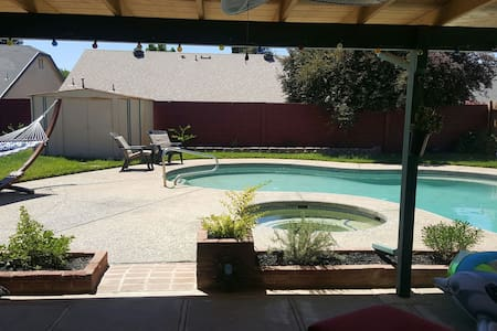 Guest house with Pool and Spa!! - Sacramento