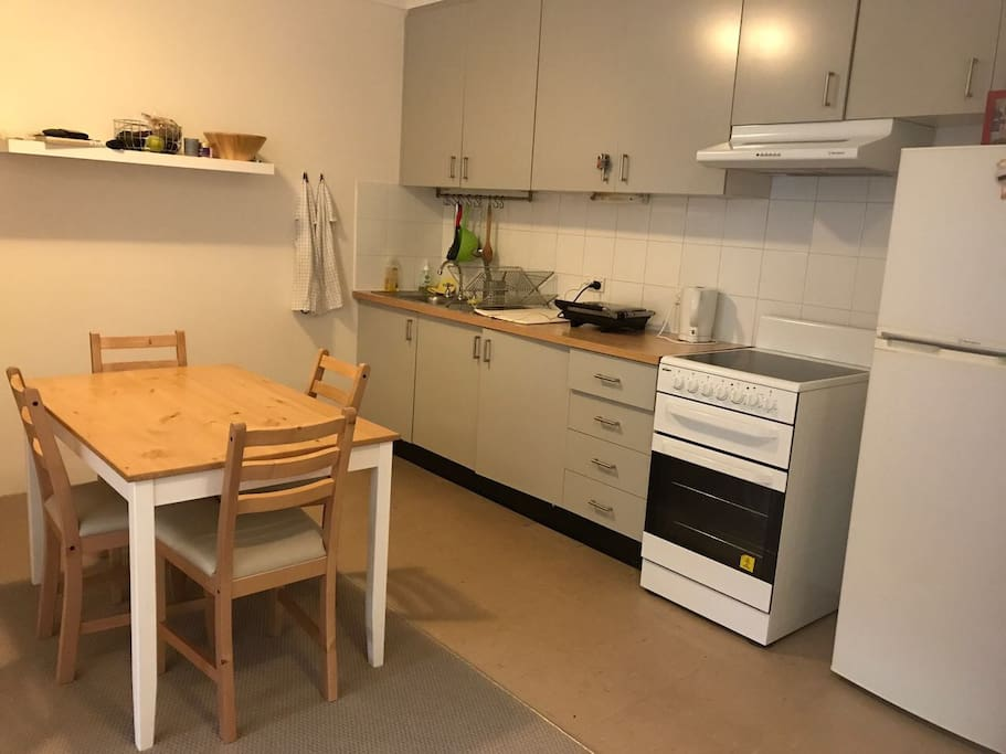 Fully equipped kitchen with oven, refrigerator, sandwich grill and every kitchen tool that may be needed.