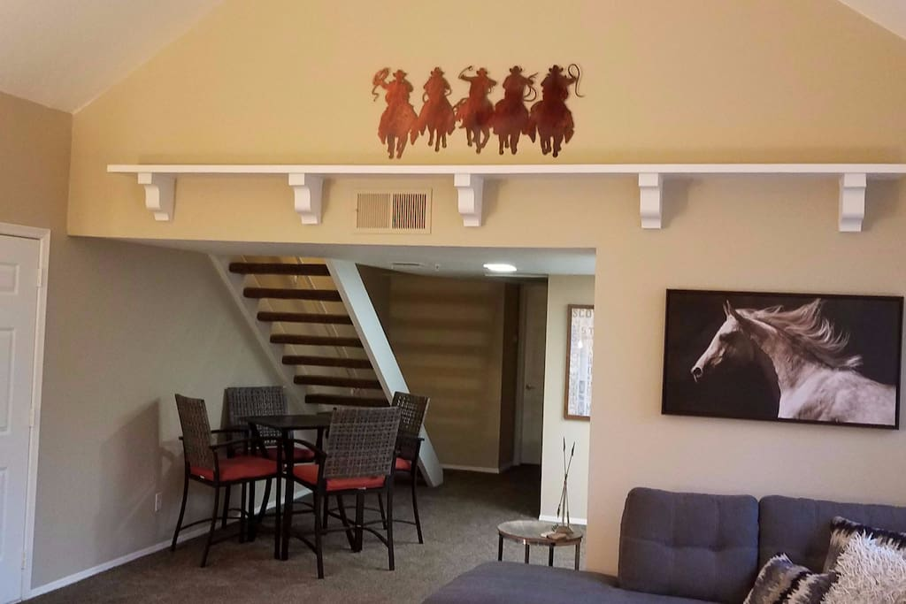 ***Couples Getaway***South Scottsdale/Tempe***Dining room seating for 4.