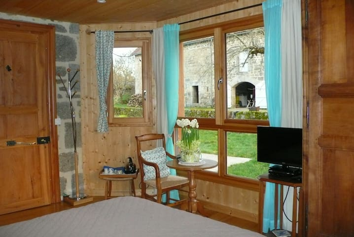 chez Geppetto - Saint-Georges-Nigremont - Bed & Breakfast