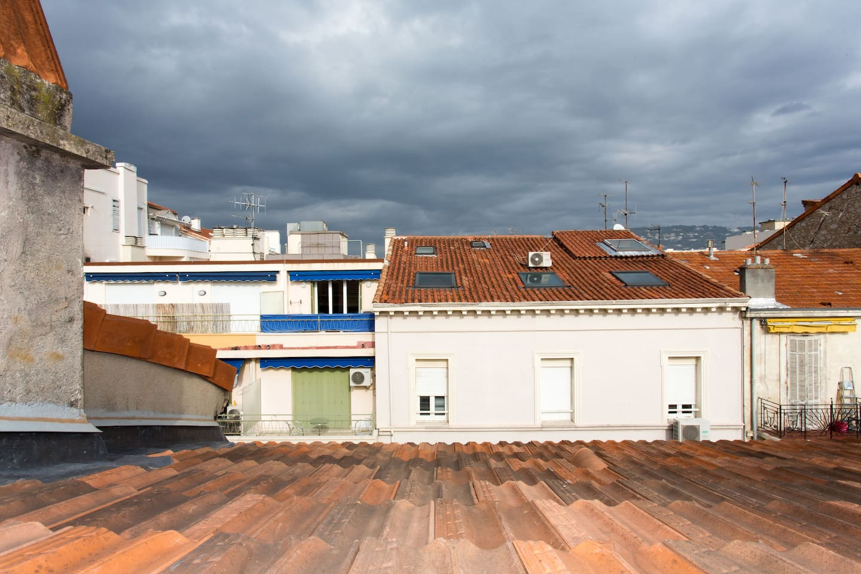 Vue sur les toits de la cuisine avec Vélux panaramique