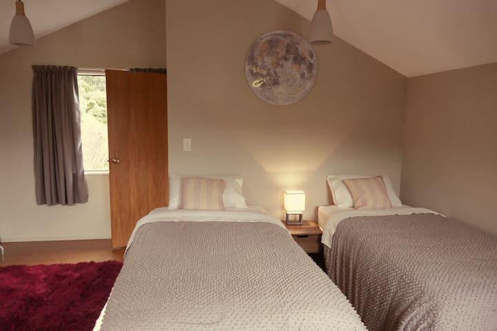 Twin single beds in Atawhai, Nelson inc Breakfast