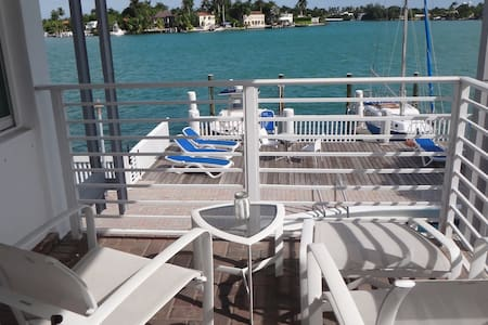 2BD Island Getaway By South Beach - Miami Beach