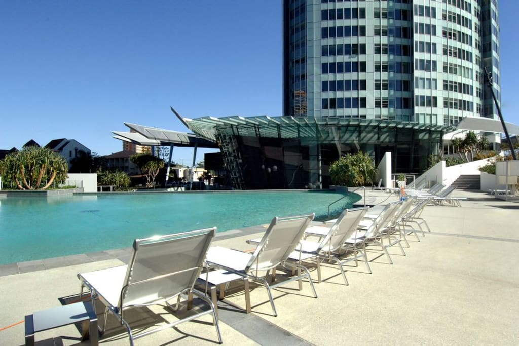 The Iconic Q1 Tower Pool 1