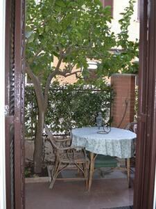 piccolo loft con due giardinetti - Rom