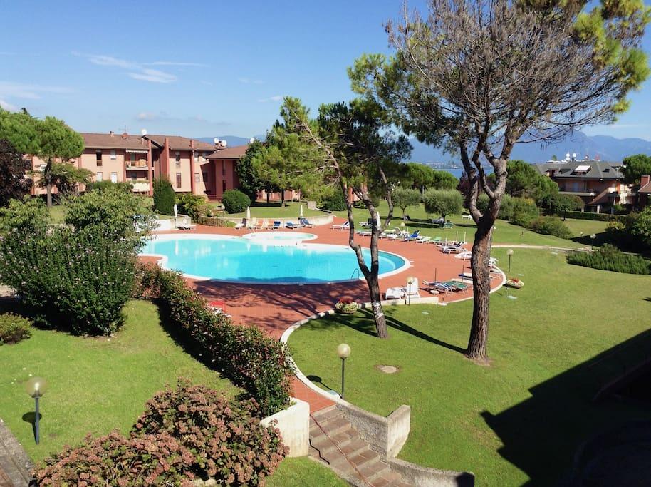 piscina e giardino condominiale