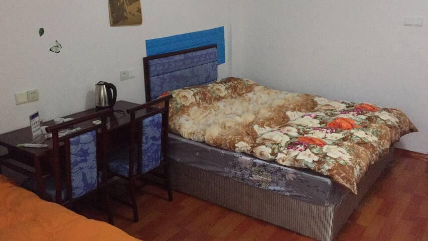 6人间床位房-01床位