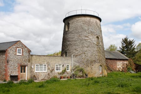 Windmill Cottage adjoins 1836 Tower Windmill