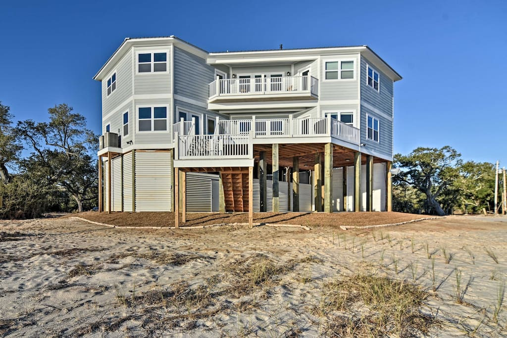 The 'Magnolia Beach House' is just minutes from many of the area's most popular attractions.