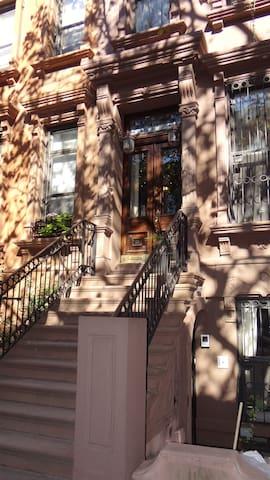 Cozy Harlem Hideaway **