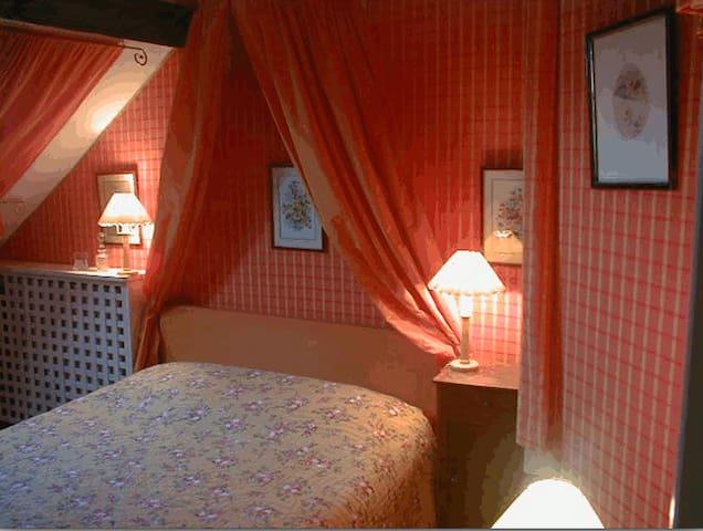 chambre orange 2 personnes - Faverges-de-la-Tour