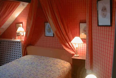 chambre orange 2 personnes - Faverges-de-la-Tour - House
