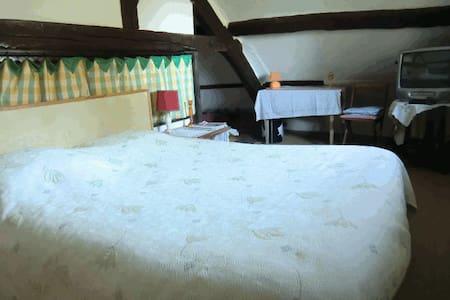 Chambre Pignon 2 personnes - Bed & Breakfast