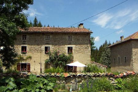 La Fontaine des Thiolles chambres - Saint-Germain-l'Herm - Bed & Breakfast