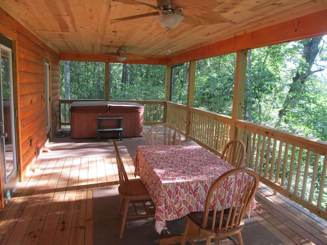 Secluded 8 acres mountain view log cabin hot tub!