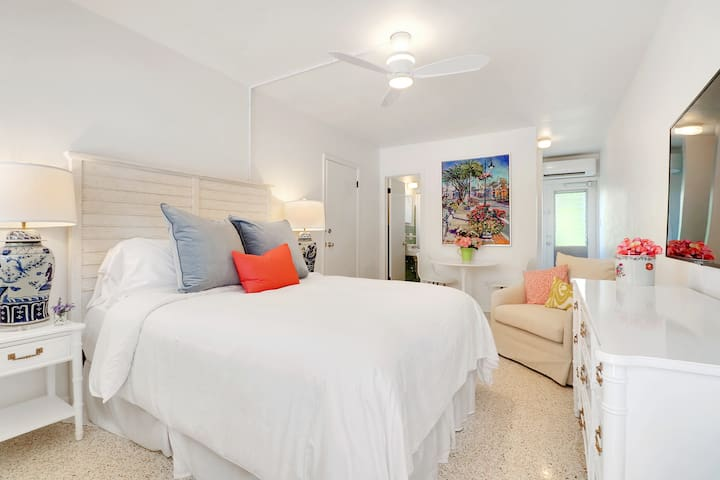 Adorable Room for 2, Just 3 Blocks from the Beach!