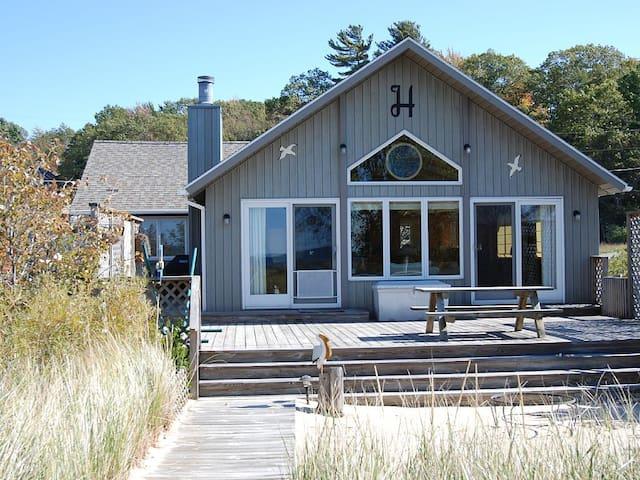 Lake Michigan no bluff Waterfront Cottage.