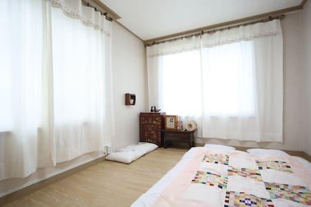 Korean Traditional Room-50,000won/room,2persons - Paldal-gu, Suwon - Vendégház