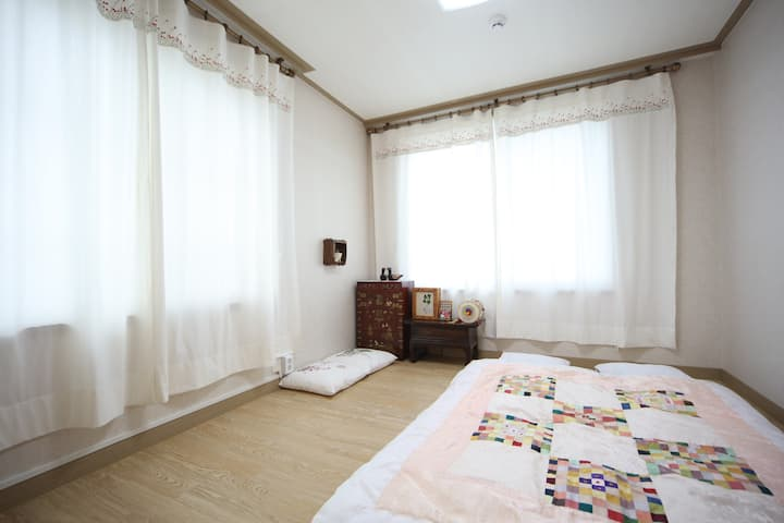 Korean Traditional Room-(2인실,2persons)
