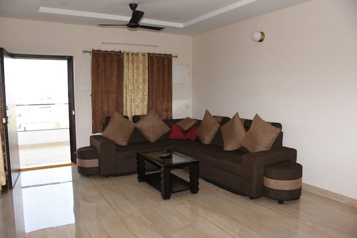 5th Floor 3BHK in Currency Nagar