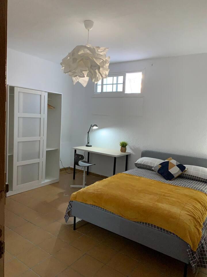 Habitación doble con cuarto de baño privado.